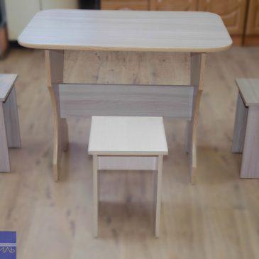 Стол с фигурными ножками
